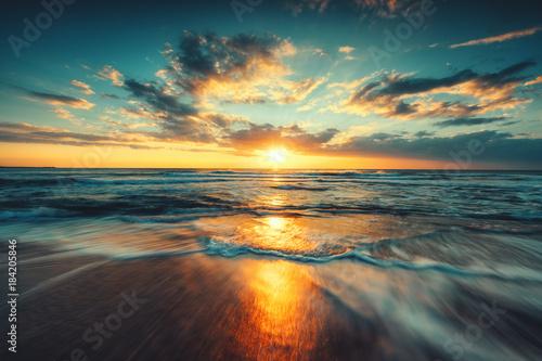 Fotobehang Ochtendgloren Beautiful sunrise over the sea