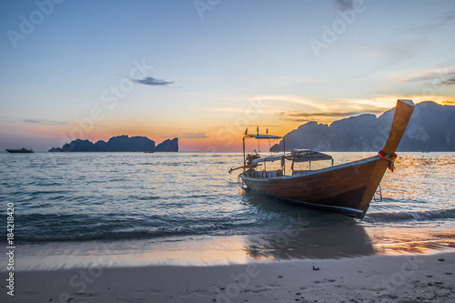 Poster Zee zonsondergang Phi Phi Island, Thailand