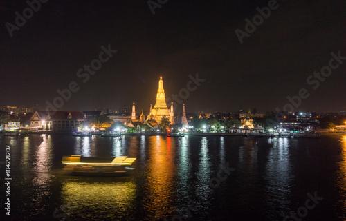 Foto op Canvas Bangkok Night View of WAT ARUN (TEMPLE OF DAWN) and Chao Phraya River, Bangkok, Thailand.