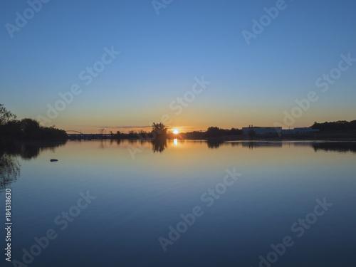 Plagát 夜明けの水辺