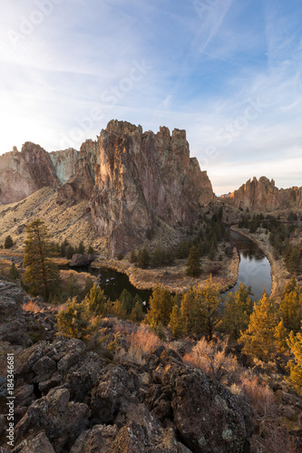 Deurstickers Grijze traf. The Crooked River winds around the rocky features at Smith Rock State Park in Central Oregon during sunset.