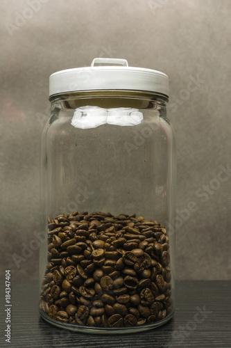 Plexiglas Koffiebonen Coffee beans in a jar.
