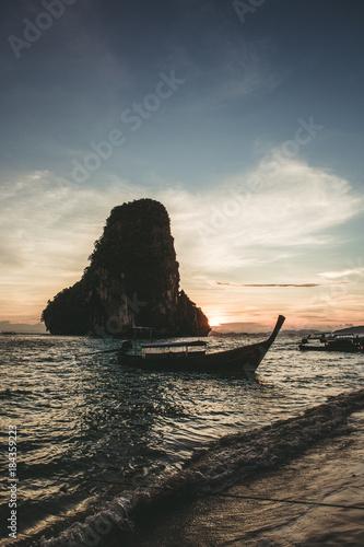 Poster Zee zonsondergang Railay Beach Thailand