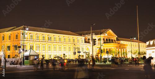 Foto op Canvas Bangkok Ministry of Defense yellow building at night in Bangkok, November 28, 2017