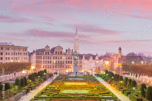 Fotobehang Brussel Brussels cityscape from Monts des Arts at twilight