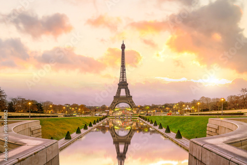 Eiffel Tower at sunrise from Trocadero Fountains in Paris - 184444052