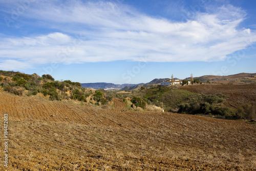 Keuken foto achterwand Blauwe hemel spanish farmland with house