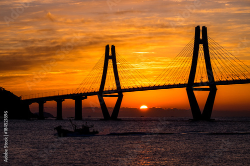 Plakat Sunrise through the Geoje Bridge