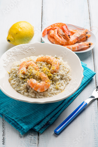Poster rice with shrimp and grated lemon
