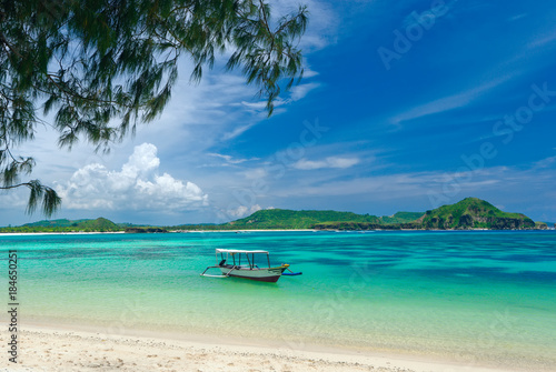 Staande foto Tropical strand tropical beach in island Lombok, Indonesia with boat and turquoise lagoon.