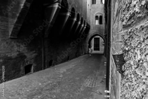 Staande foto Smal steegje Bologna Italy