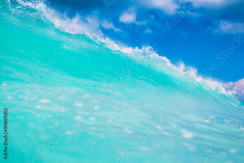 Foto op Aluminium Groene koraal Blue or turquoise ocean wave. Clear wave in tropics and blue sky