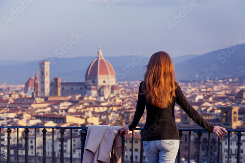 Fotobehang Florence girl looking at the Florence