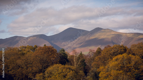 Staande foto Bleke violet Autumnal trees and hills in Keswick, Lake District, England