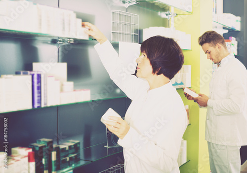 Foto op Aluminium Apotheek Pharmacist and pharmacy technician posing in drugstore
