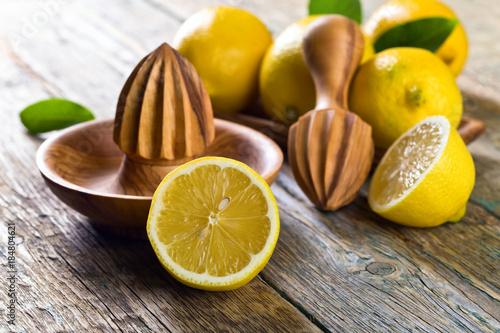 Foto op Plexiglas Sap Lemons and squeezer .