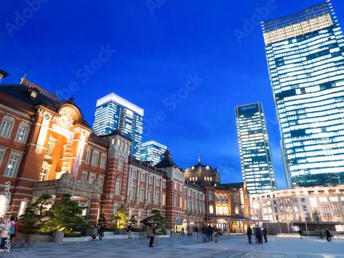 Papiers peints Bleu fonce 東京駅 丸の内駅前広場