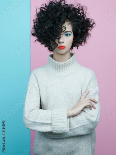Papiers peints womenART Fashion portrait of beautiful asian woman in oversize pullover