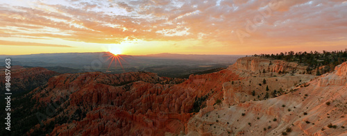 Papiers peints Marron Bryce Canyon Sunrise landscape, Utah, USA.