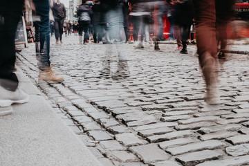 Foule dans les rues de Dublin © lorabarra