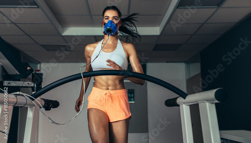 Runner testing her performance in sports science lab