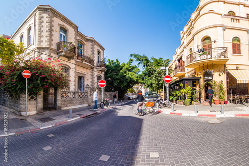 obraz PCV Street scene in Neve Zedek district in Tel Aviv, Israel.