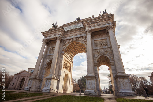 Papiers peints Milan Historical marble arch Arco della Pace, Sempione square, Milan, Lombardy, Italy