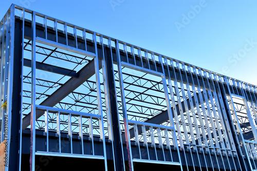 Foto Murales Steel framework of new commercial building under construction.