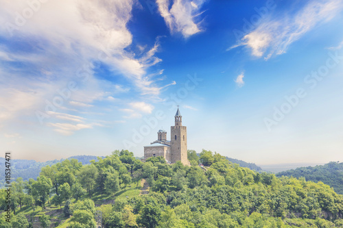 Fotobehang Olijf Beautiful view of the ancient fortress Tsarevets in the mountains, in Veliko Tirnovo, Bulgaria