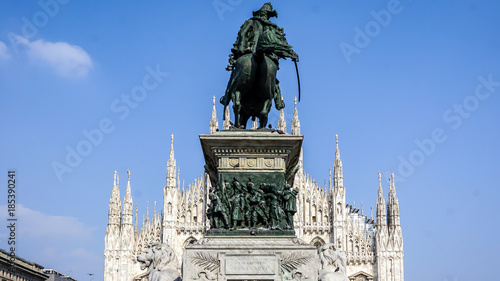 Fotobehang Milan Milan Cathedral with famous statue in the foreground