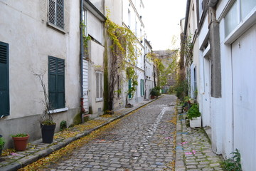 パリの路地裏 © Yuriko