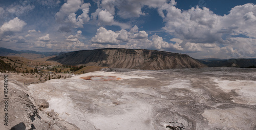Tuinposter Donkergrijs Mammoth Hot Springs panorama