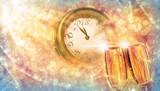 Prost Neujahr, Silvester mit Sekt und Uhr - 185488451