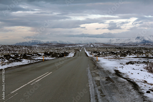 Papiers peints Route 66 Endless roads in Iceland winter