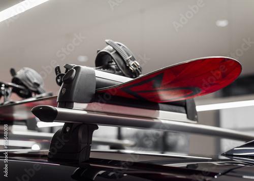 obraz PCV Narty na dachu, bagażnik transportowy