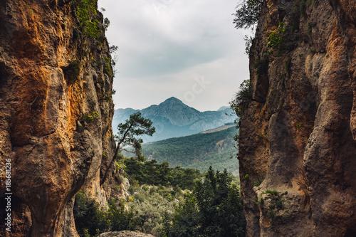 Staande foto Diepbruine Canyon im Taurus Gebirge