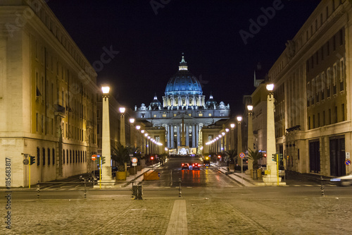 In de dag Rome Rome in the night with Saint Peter basilica in the distance