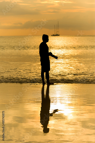 Fotobehang Honing silhouette of photographer at the beach