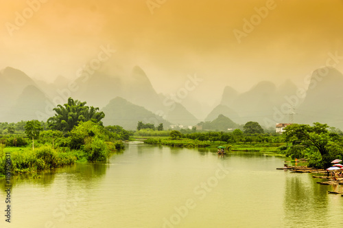 Plexiglas Guilin Guilin, Yangshuo, beautiful scenery of mountains and rivers