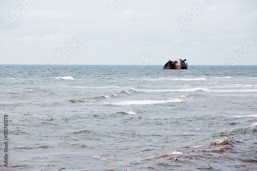 Foto op Canvas Schipbreuk Sunken rusty ship at sea