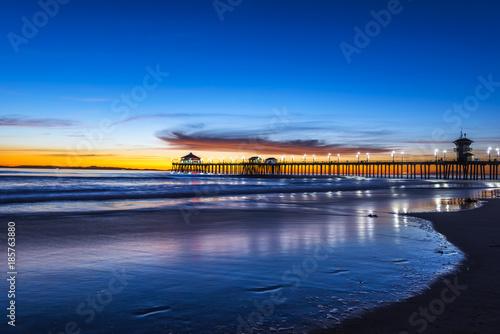 Huntington Beach Pier o zachodzie słońca