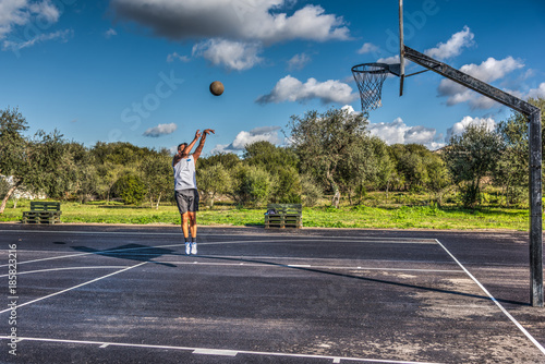 Fotobehang Basketbal Basketball workout in a playground