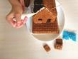 Leinwanddruck Bild - Создание пряничного домика.