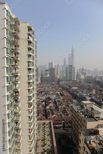 Staande foto Shanghai Blick über die Dächer von Shanghai und die Altstadt, China