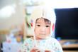 毛糸の帽子を被ったかわいい子供