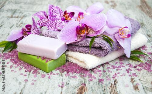 Keuken foto achterwand Spa Handmade soap and purple orchids