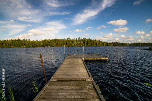 Sonnenuntergang an einem See in Schweden