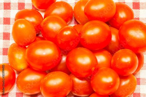 Fotobehang Kersen petites tomates cerises rouges