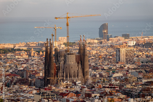 Papiers peints Cappuccino agrada familia as seen from Bunkers Del Carmel above Barcelona, Spain