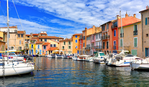 Foto op Aluminium Schip Colorful houses in the harbor of Martigues, France